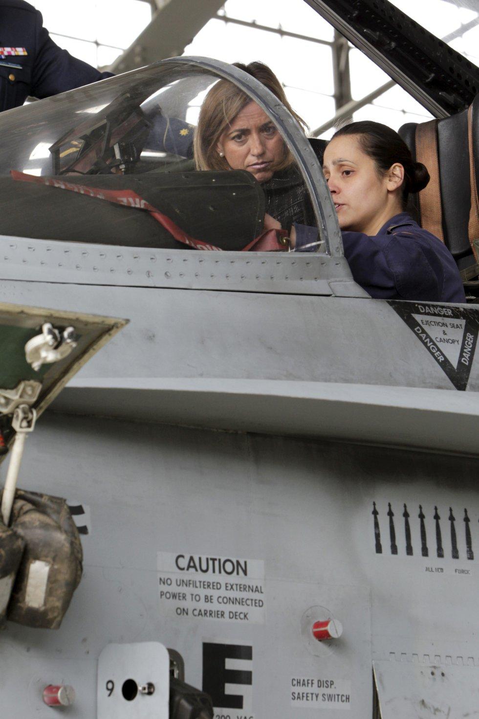 Carme Chacón en la Base Aérea de Torrejón, donde presidió la reunión extraordinaria del Observatorio de la Mujer en las Fuerzas Armadas
