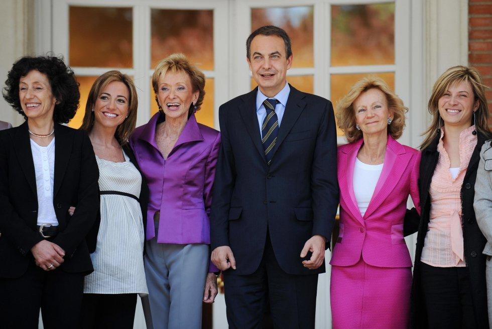 José Luis Rodríguez Zapatero con sus ministras. Fue la primera y única legislatura con un gobierno paritario