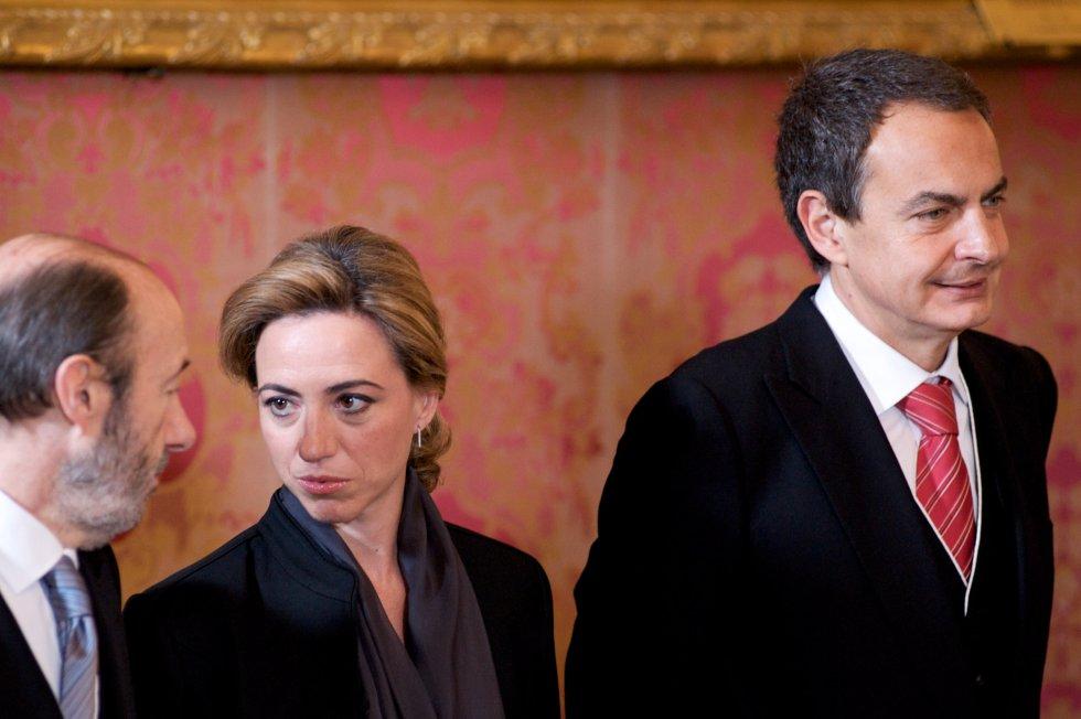 Chacón, entre Rubalcaba y Zapatero en un acto en el Palacio Real en 2010