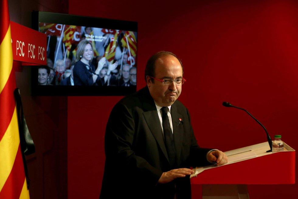 El primer secretario del PSC, Miquel Iceta, al finalizar la rueda de prensa en la que ha informado de que el partido tiene previsto celebrar el próximo 19 de abril un acto de homenaje a la exministra socialista de Defensa Carmen Chacón.
