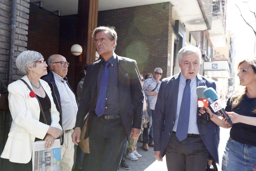 Los exministros de Justicia y Fomento del gobierno socialista, Juan Fernando López Aguilar (i) y José Blanco (d), a su llegada a la sede del PSOE en Madrid