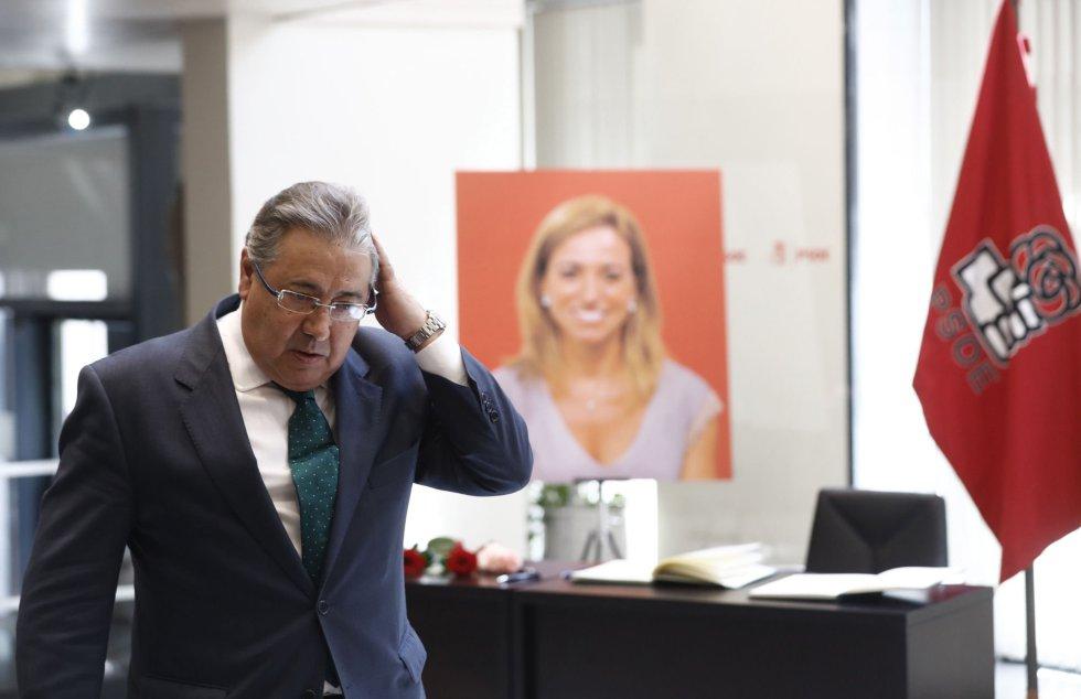 El ministro del Interior, Juan Antonio Zoido, en la sede del PSOE.