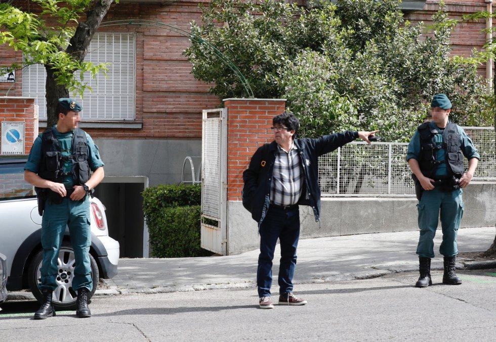 Agentes de la Unidad Central Operativa de la Guardia Civil (UCO) registran la sede de Subastas Segre, la empresa que preside Lourdes Cavero, la mujer del expresidente de la Comunidad de Madrid Ignacio González.