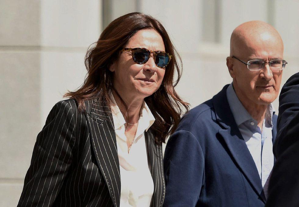 La jefa de Gabinete de la Presidencia de la Comunidad de Madrid, Marisa González, a su salida de la Audiencia Nacional donde ha sido citada a declarar como testigo ante el juez Eloy Velasco, en la causa que instruye sobre la supuesta corrupción en el Canal de Isabel II
