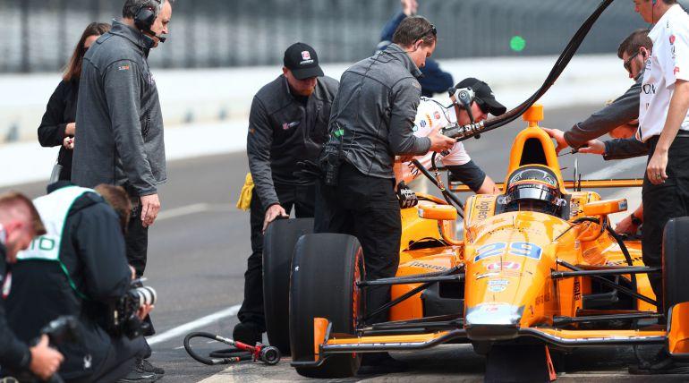 Indycar Servia Explica A Fernando Alonso Como Pilotar Entre 32