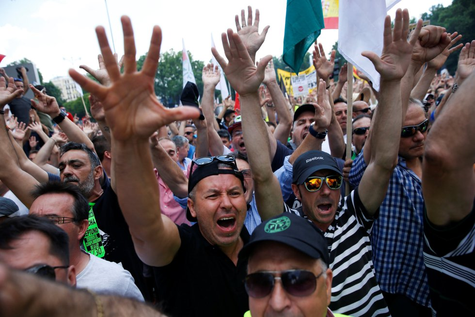 Miles de taxistan han secundado la protesta en toda España