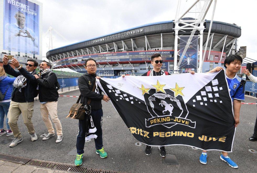 Aficionados de la Juventus de Turín ya están en las inmediaciones del Millennium Stadium.