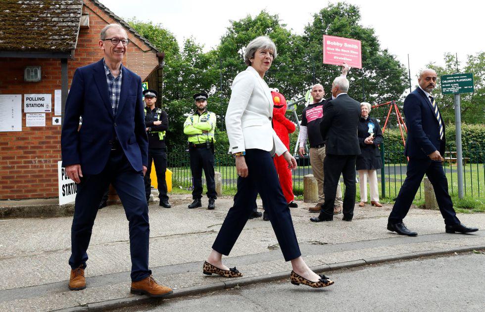 Primera Ministra Theresa May y su marido Philip en el día de las elecciones generales de Reino Unido 2017.