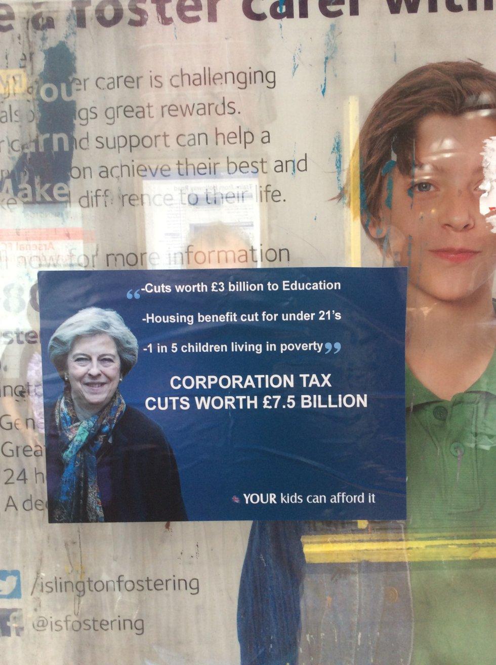 Lo más parecido a propaganda electoral que uno ve en estas calles de Londres: un cartel contra los recortes del gobierno de May