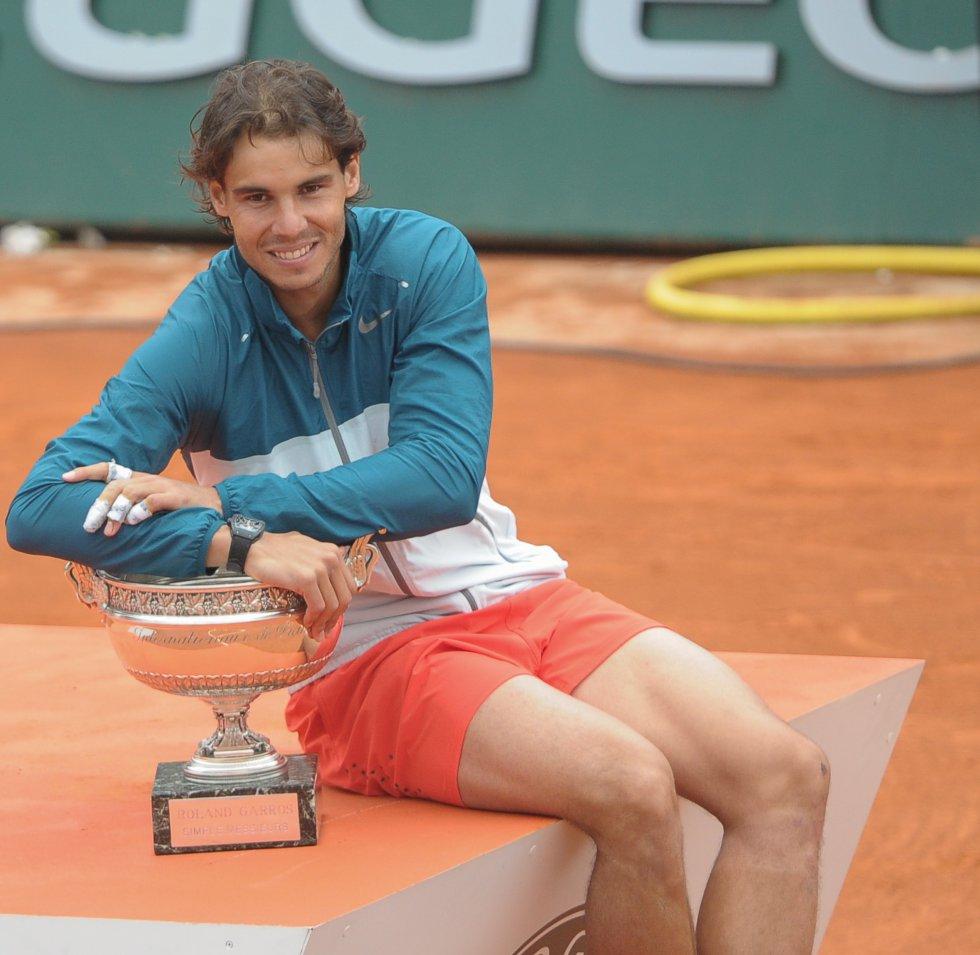 Rafa Nadal hace historia y posa con su octavo título de Roland Garros (2013).