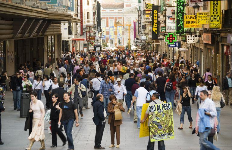La inmigración hace crecer la población española por primera vez desde 2011
