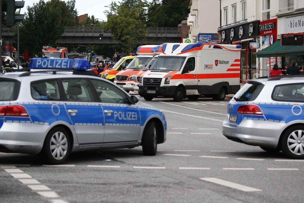 Policía y ambulancia en la zona donde ha tenido lugar el ataque.