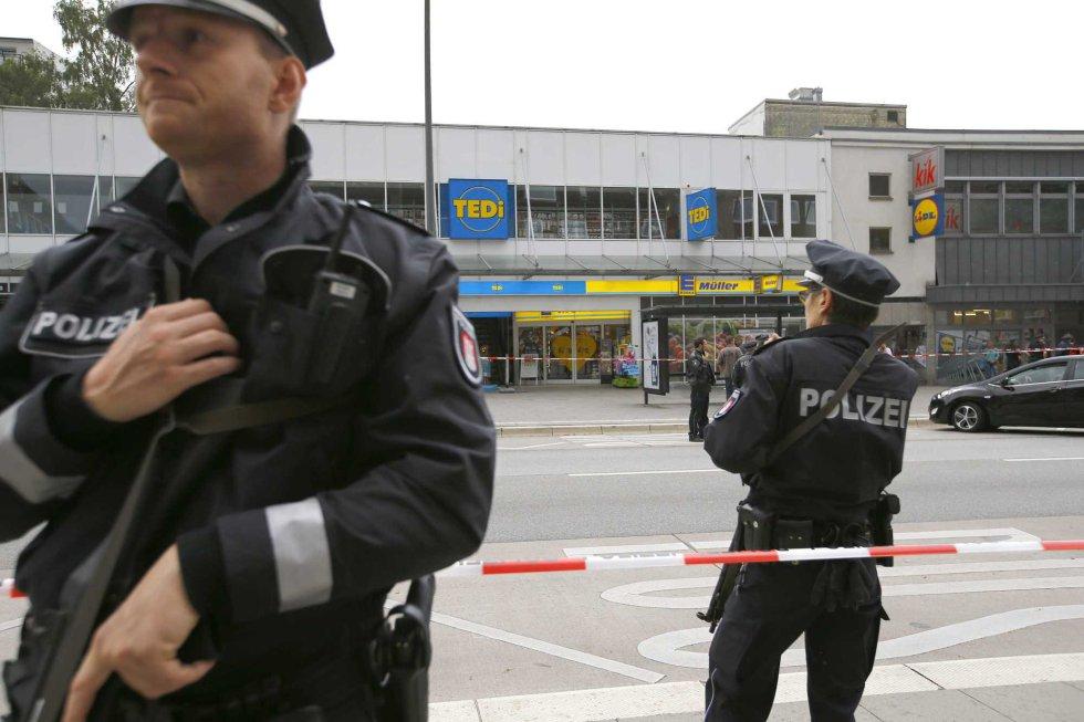 Rápidamente la policia ha acordonado la zona.