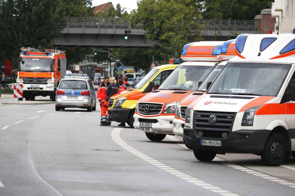 Ambulancias y médicos han acudido para evaluar a los afectados.
