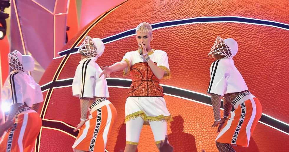 La actuación de Katy Perry durante los premios MTV Video Music Awards 2017.