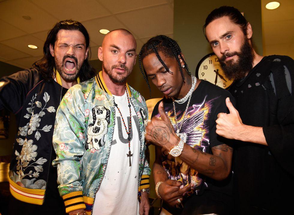 Tomo Milicevic, Shannon Leto, Travis Scott and Jared Leto en los premios MTV Video Music Awards 2017 en el Forum de Inglewood, California.