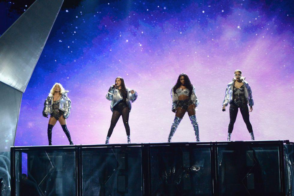 Actuación de Fifth Harmonydurante los premios MTV Video Music Awards 2017 en el Forum de Inglewood, California.