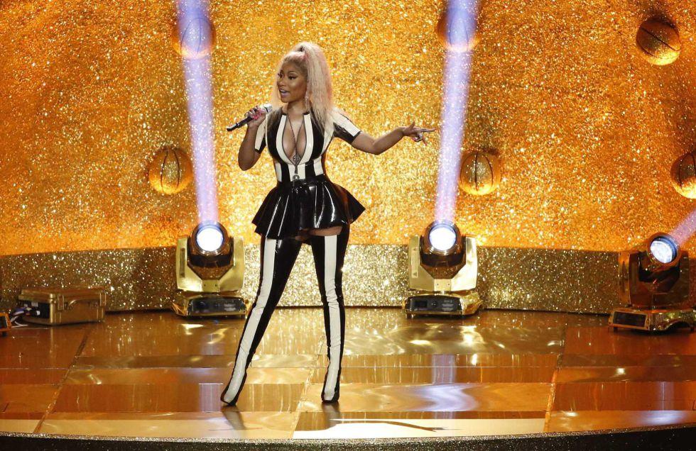 Nicki Minaj actúa en los premios MTV Video Music Awards 2017 en el Forum de California.