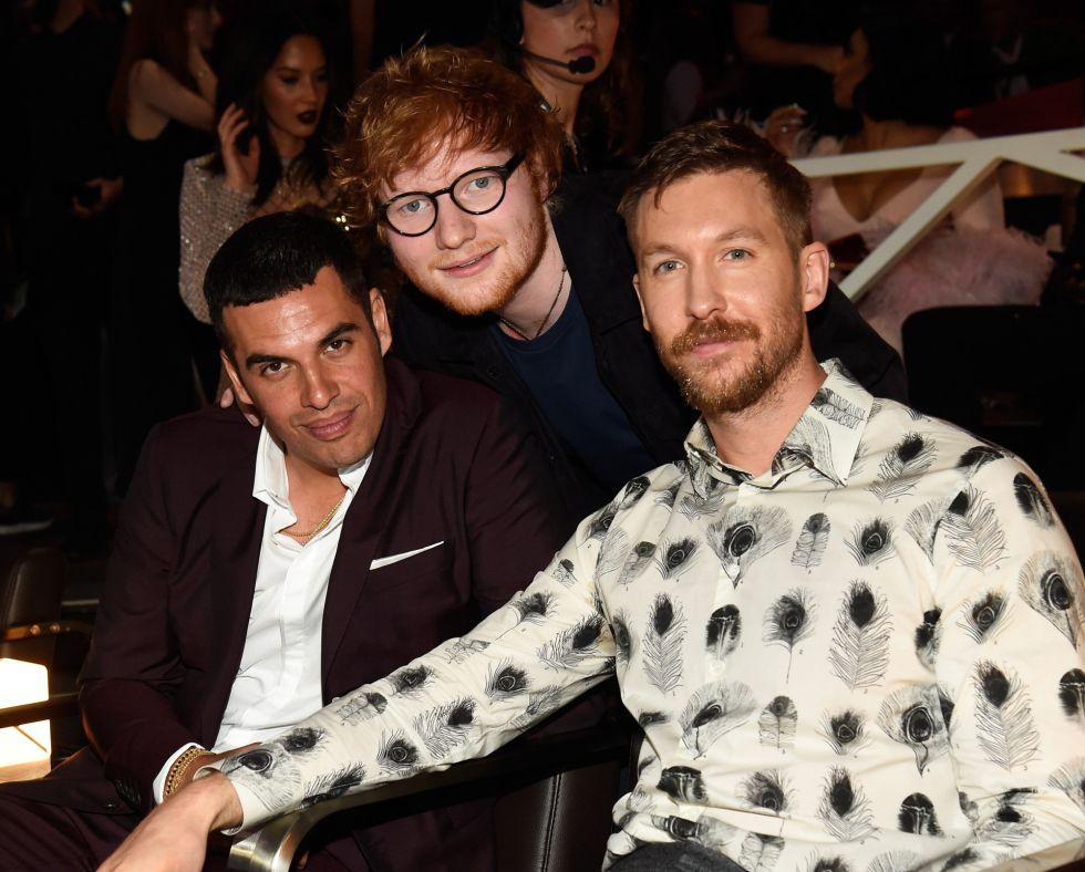 Ed Sheeran y Calvin Harris durante los premios MTV Video Music Awards 2017 en el Forum de Inglewood, California.