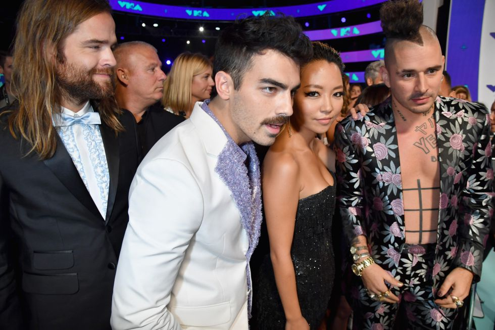 Los músicos Jack Lawless, Joe Jonas, JinJoo Lee and Cole Whittle de DNCE durante los premios MTV Video Music Awards 2017.