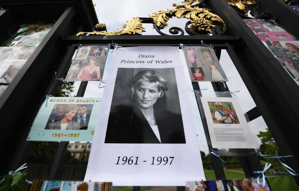 Fotografía de la princesa Diana de Gales con la fecha de su nacimiento y de su muerte.