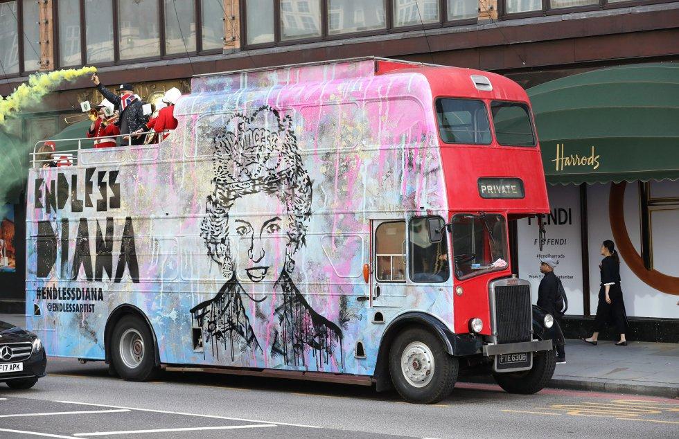 Un autobús recuerda a la princesa.