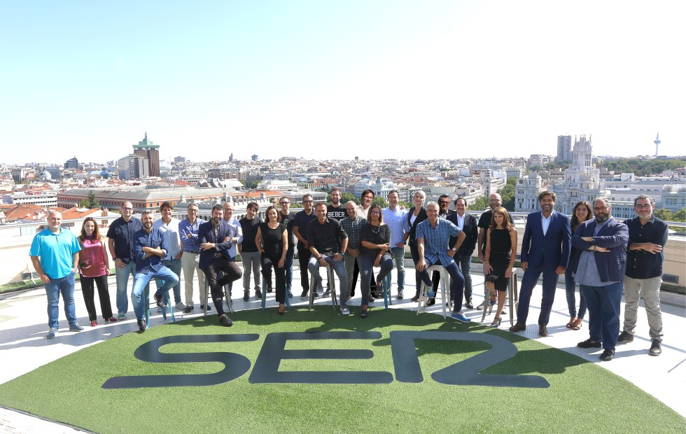 Foto de familia de la temporada 2017 / 2018 de la Cadena SER.