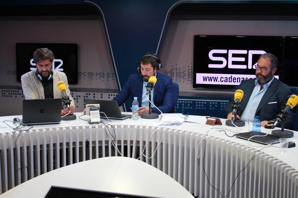 El director general de la SER y PRISA Radio en España, Vicente Jiménez, y el director de la Cadena SER, Antonio Hernández-Rodicio, durante la presentación de la temporada.