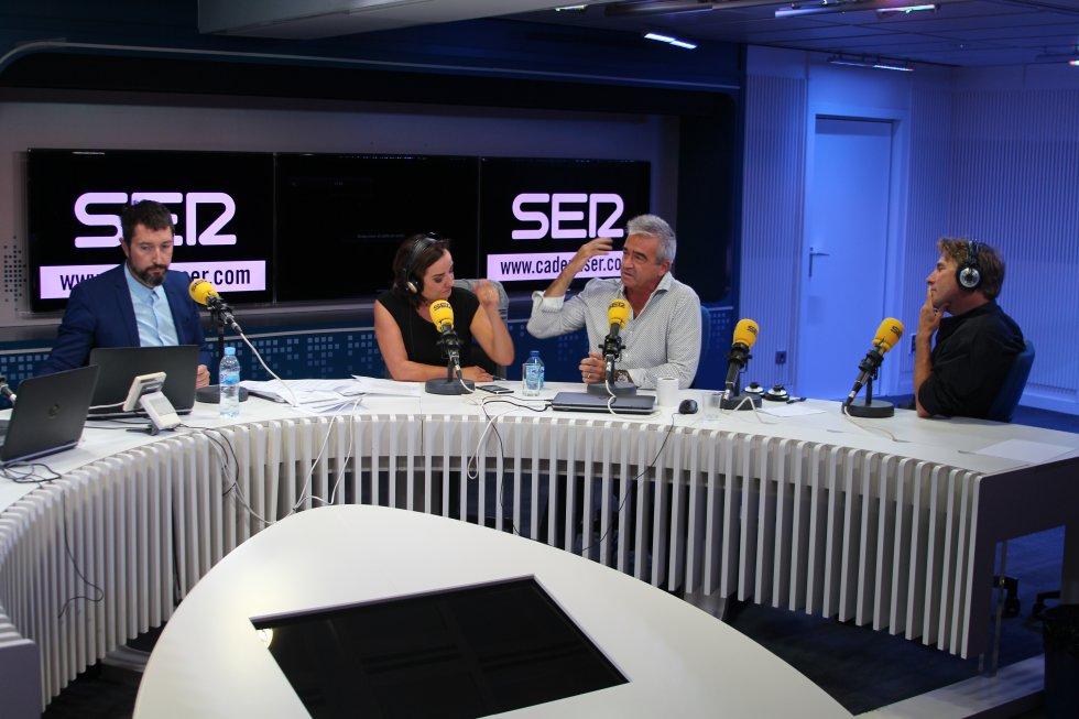 Toni Garrido, director de 'Hoy por hoy', junto a Pepa Bueno, directora de 'Hoy por hoy', Carles Francico, director de 'La ventana', y Javier del Pino, director de 'A vivir que son dos días'.