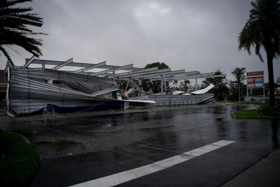Una gasolinera destrozada por el huracán Irma en Bonita Springs, Florida (EEUU).