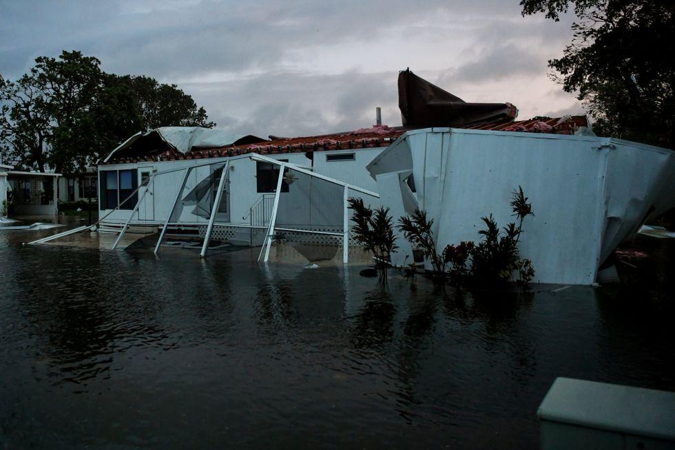 Inundación alrededor de una casa dañada por el huracán Irma en Florida (EEUU)