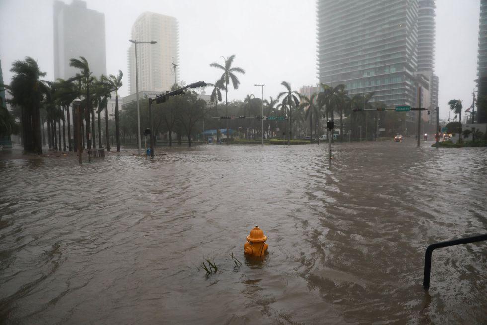 El barrio de Brickell inundado tras el paso del huracán Irma por Florida (EEUU).