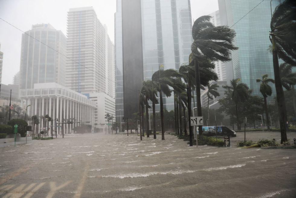 El barrio de Brickell inundado tras el paso del huracán Irma en Miami, Florida (EEUU)