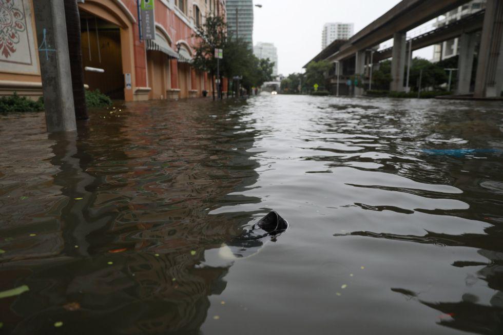 El barrio de Brickell inundado tras el paso del huracán Irma en Miami, Florida (EEUU).