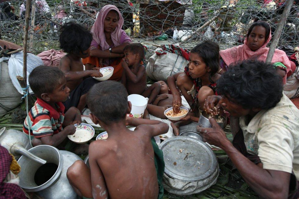 Según estimaciones de Unicef, los niños y adolescentes suponen el 60 % de los 379.000 rohinyás que han llegado desde el pasado 25 de agosto a Bangladesh huyendo de la ola de violencia en Birmania (Myanmar).