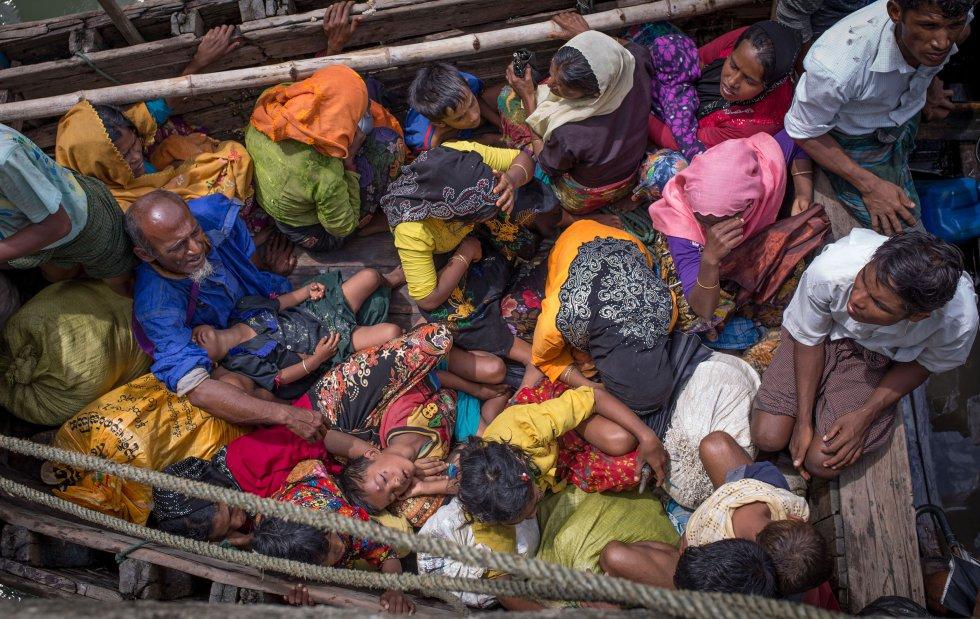 La nueva oleada de refugiados se produce después de que a finales del año pasado el Ejército birmano llevara a cabo otra campaña militar tras un ataque insurgente, que en aquella ocasión provocó el éxodo de más de 80.000 rohinyás y la condena de organismos internacionales y organizaciones de Derechos Humanos.