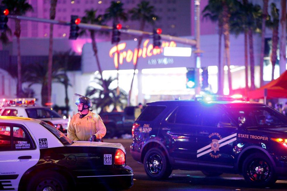 Al menos veinte asistentes a un concierto de música country resultaron muertos y un centenar más heridos en un tiroteo indiscriminado registrado en la noche del domingo en Las Vegas, informaron las autoridades.