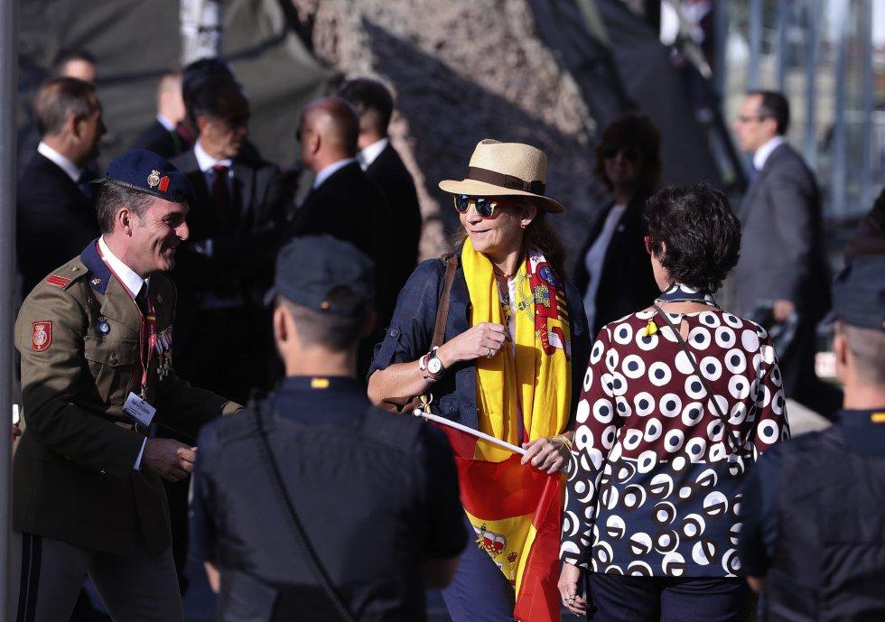 La Infanta Elena, a su llegada a la Plaza de Lima de Madrid, para asistir al desfile del Día de la Fiesta Nacional que presiden los Reyes.