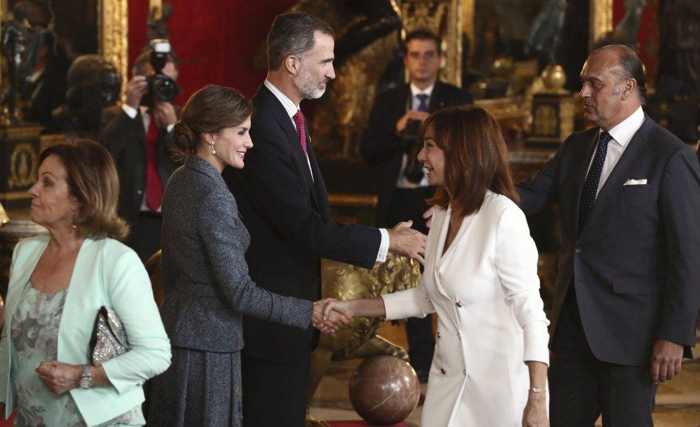 Los Reyes saludan la periodista Ana Rosa Quintana