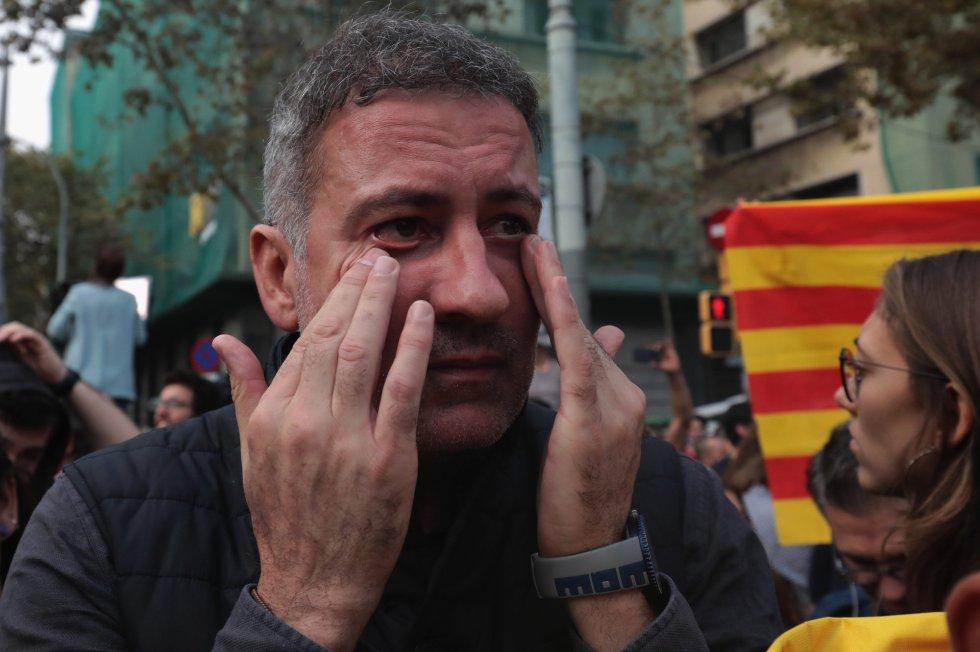 Lágrimas ente algunos de los defensores de la independencia tras la aprobación en el Parlament catalán.