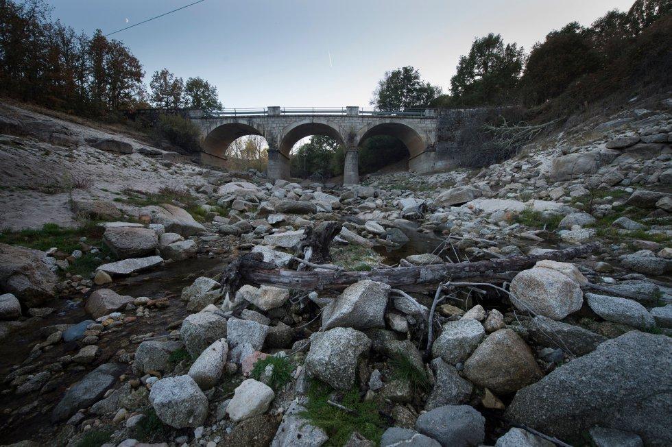 El cauce del río Xares en A Veiga (Ourense).