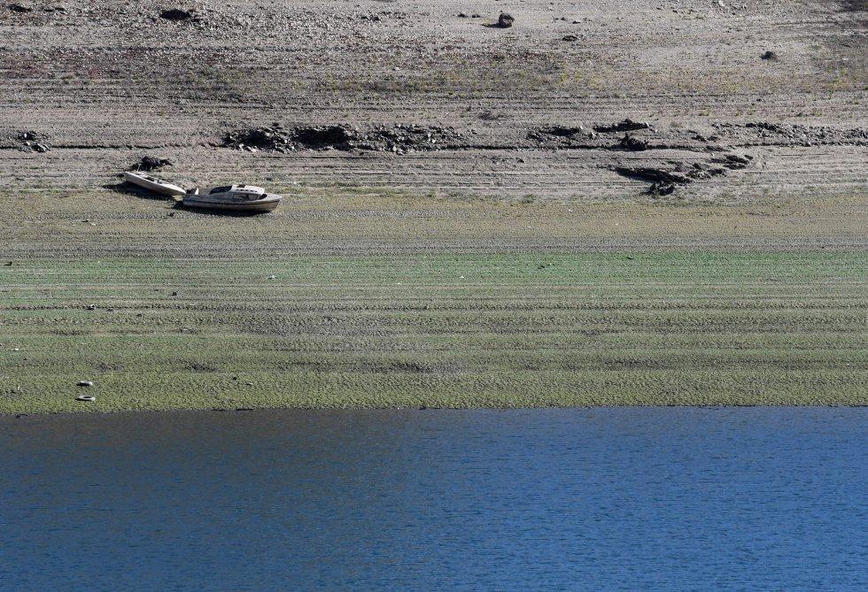 La sequía ha dejado un nivel muy bajo en el embalse de Viana do Bolo (Ourense).