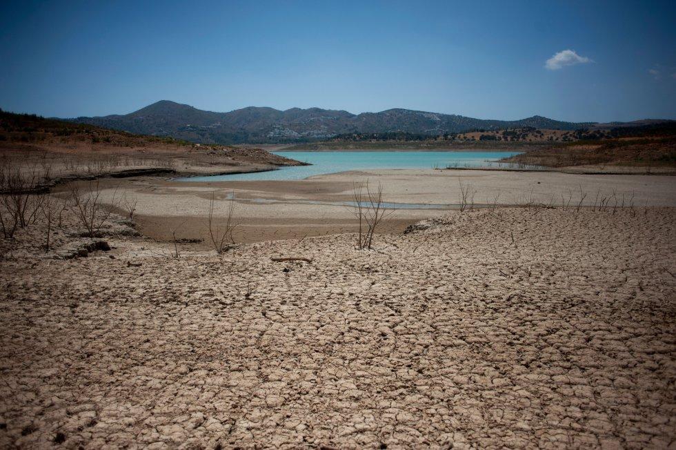Imagen del pantano de La Viñuela (Málaga). Es el de mayor capacidad de la provincia, con 170 hectómetros, aunque en septiembre estaba solo con 15.