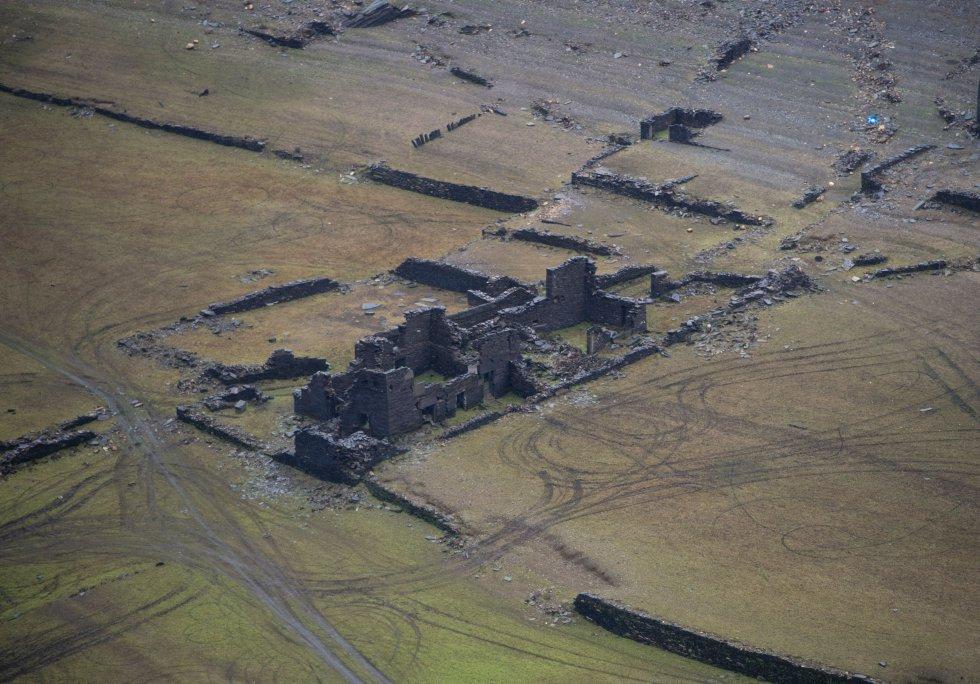 Las ruinas de Portomarin han aflorado en el embalse de Belasar.