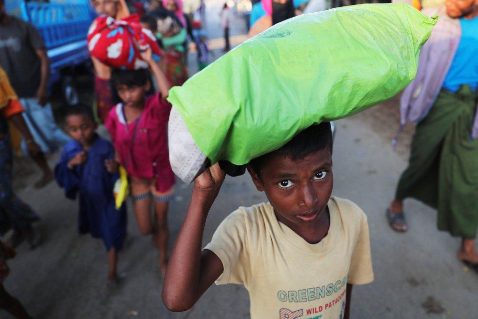 De los más de 500.000 que han huido de Myanmar buscando refugio, la mitad, según la ONU, son niños.