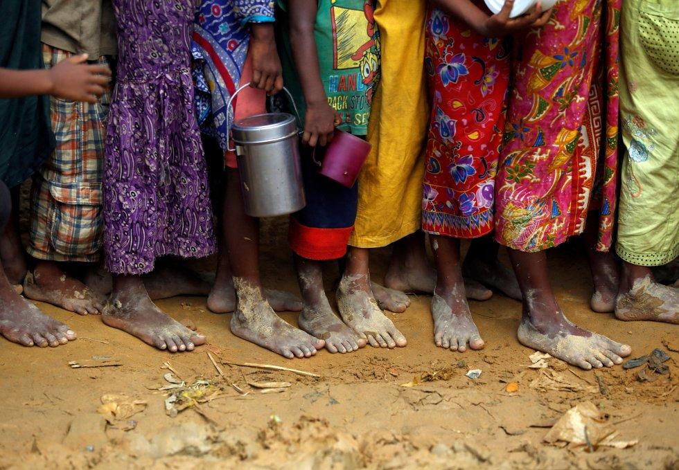 Los refugiados llegan sin nada y dependen completamente de la ayuda de emergencia. Hace unas semanas, la ONU organizó una conferencia de donantes, en la que varios estados se comprometieron a desembolsar un total de 280 millones de euros para asistir a los refugiados rohingya.