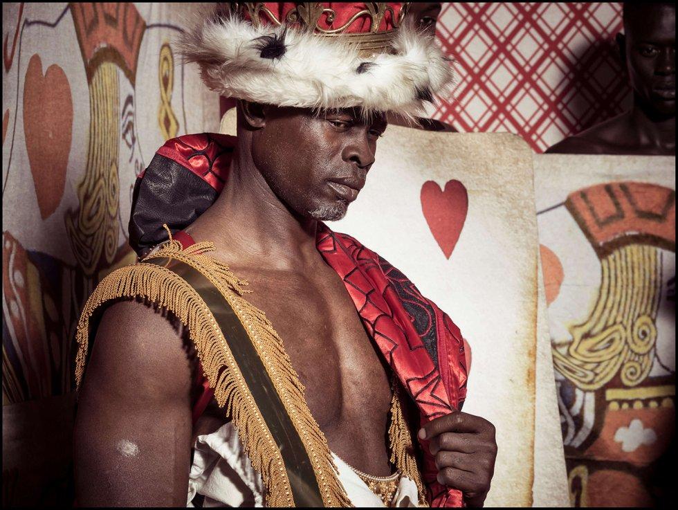 Djimon Honsou como el Rey de corazones
