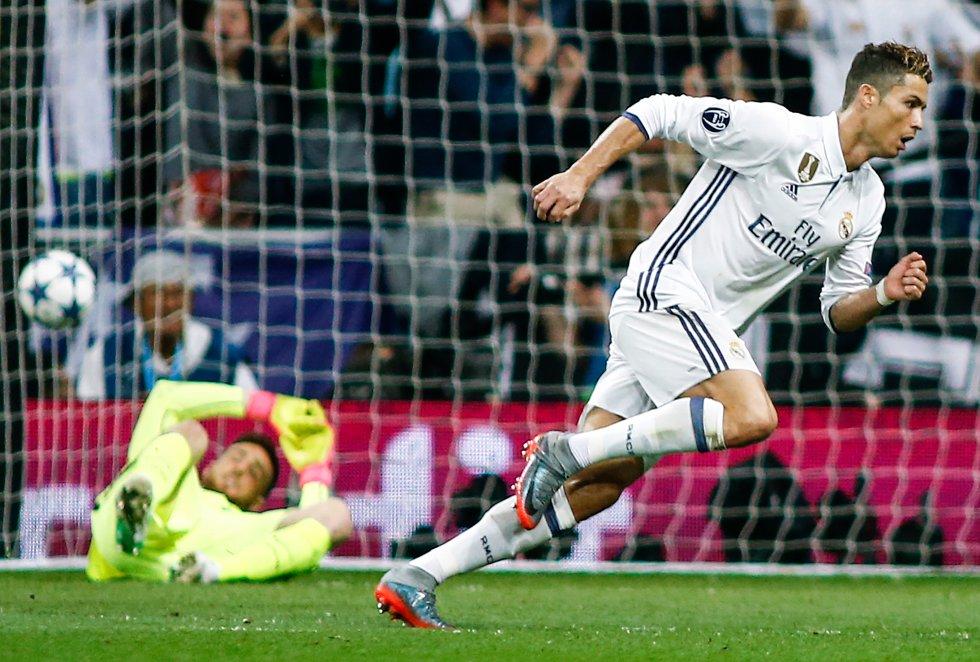 Cristiano Ronaldo marcó tres goles en la ida de la semifinal de Champions de la temporada pasada en la que el equipo de Zidane venció 3-0