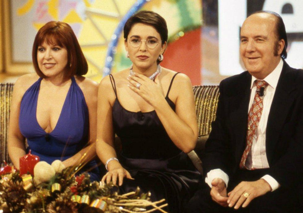 De la mano de Antena 3, Isabel Gemio se convirtió en una de las presentadoras imprescindibles de la década de los 90 con formatos tan exitosos como 'Lo que necesitas es amor', 'Sorpresa ¡Sorpresa!' o 'Hay una carta para ti'.