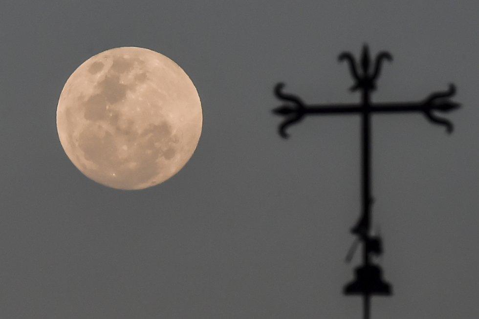 La superluna vista desde Colombia.